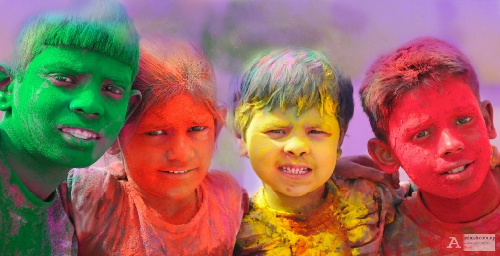 holi-celebrations-group-of-kids-playing-holi-in-india-1024x524